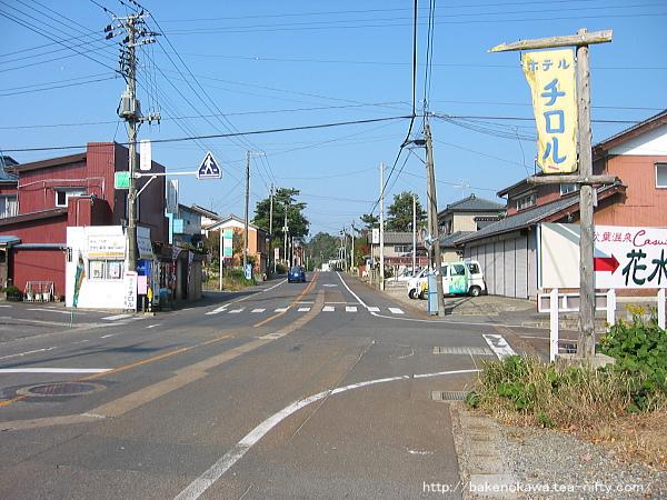 東新津駅至近の県道その1