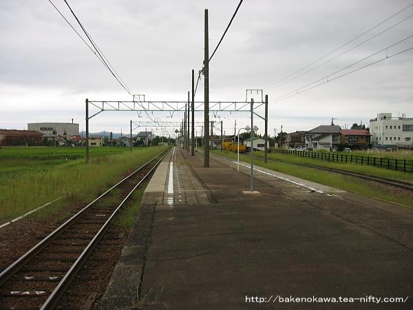 脇野田駅の島式ホームその3