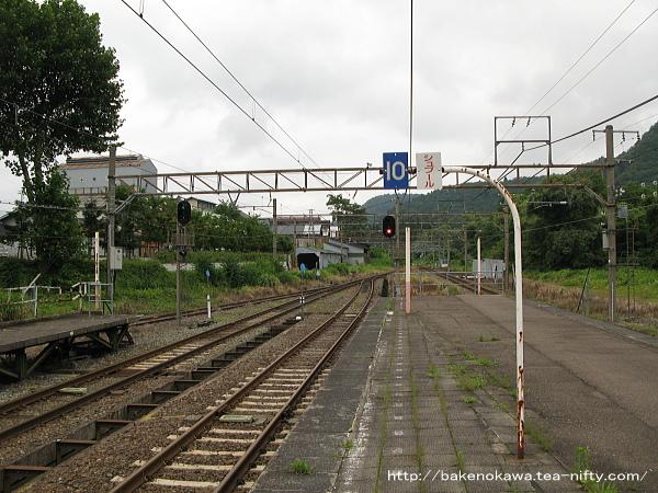 妙高高原駅の島式ホームその1
