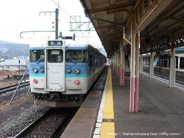 妙高高原駅に到着した115系電車その1