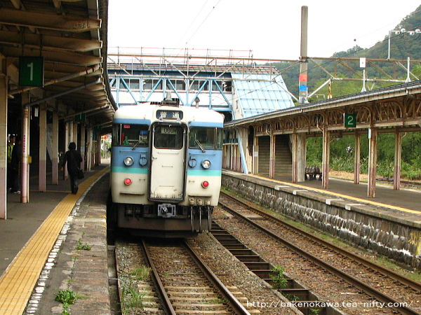 妙高高原駅に到着した115系電車その2