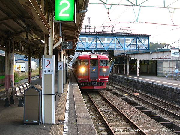妙高高原駅に到着したしなの鉄道の115系電車