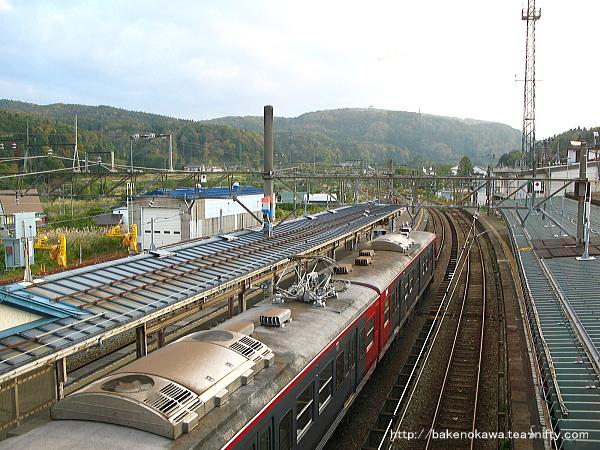 妙高高原駅で待機中のしなの鉄道の115系電車