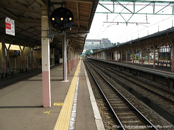高田駅の1番ホームその2