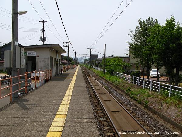 南高田駅のホームその1