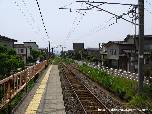 南高田駅のホームその4
