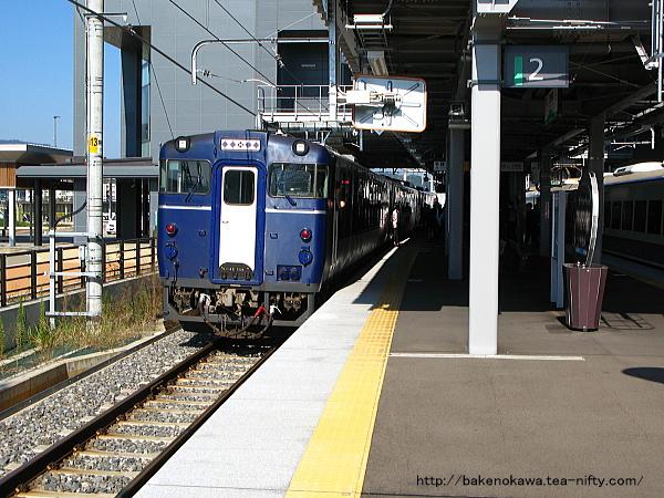 上越妙高駅で待機中の快速「越乃Shu*Kura」