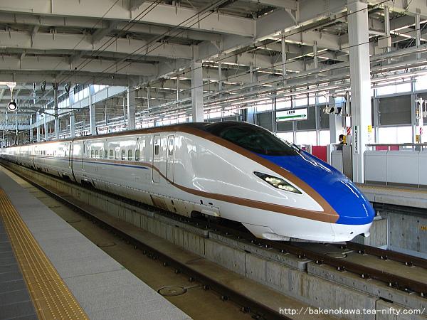 上越妙高駅に到着したE7系・W7系新幹線電車