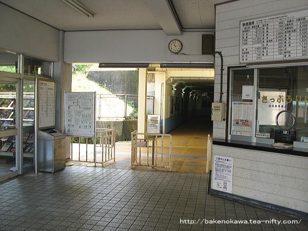駅舎内部の待合室
