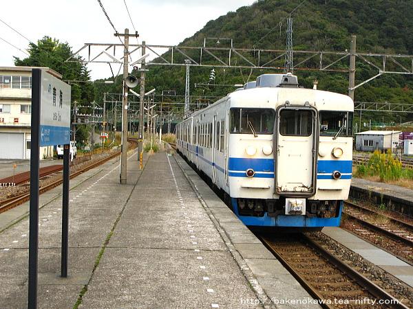 青海駅を出発する413系電車その1