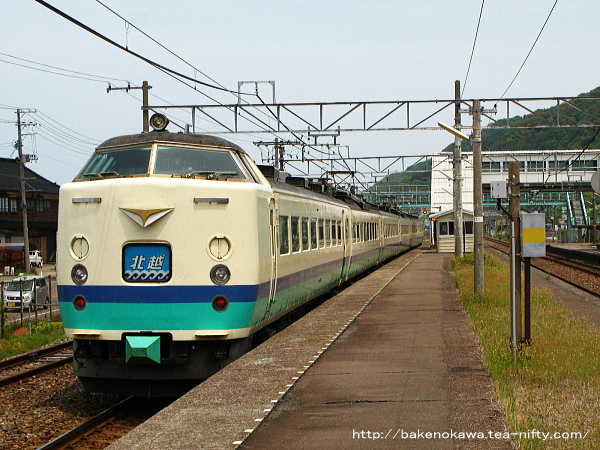 谷浜駅を通過する485系電車特急「北越」その3