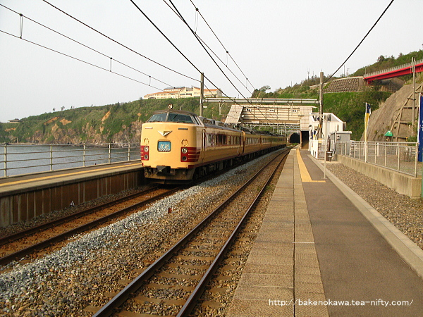 青海川駅を通過する485系電車特急「北越」その1