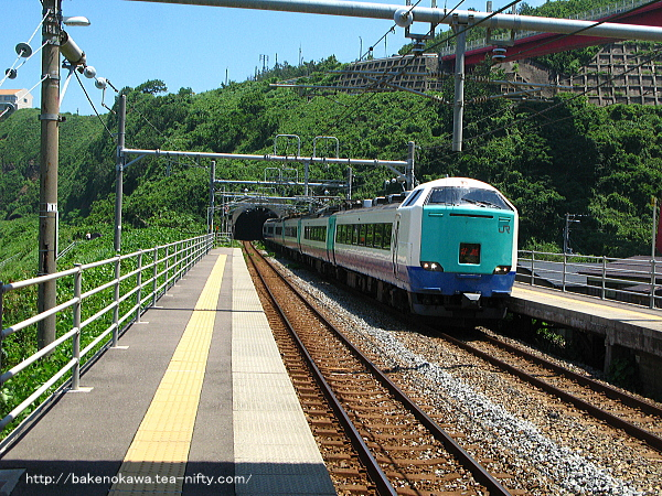 青海川駅を通過する485系電車特急「北越」その2