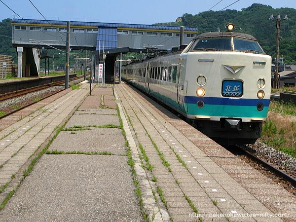 米山駅を通過する485系電車特急「北越」その1