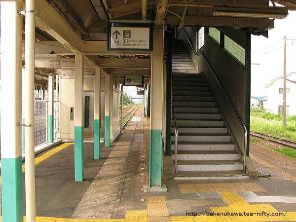 跨線橋とエレベーター