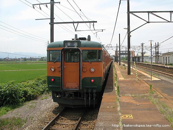 押切駅を出発する115系電車