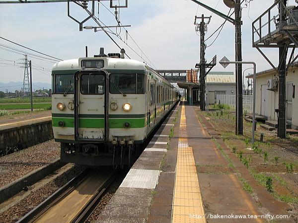 押切駅に到着した115系電車