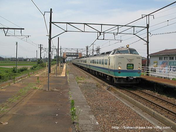 押切駅を通過する485系電車快速「くびき野」