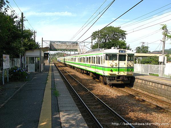 田上駅に到着した115系電車その1