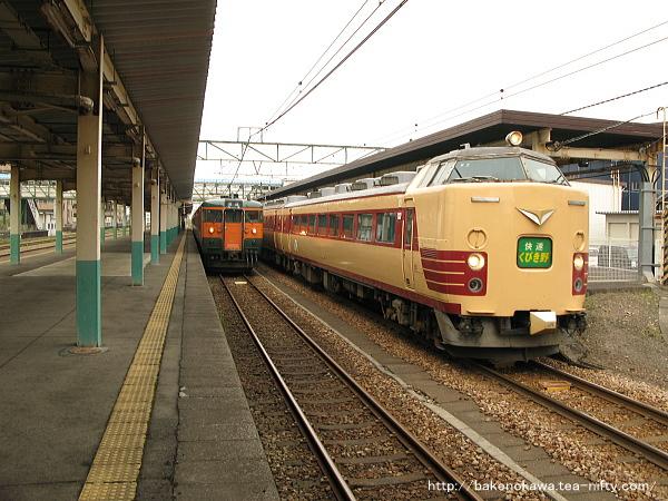 東三条駅を出発する485系電車快速「くびき野」その1