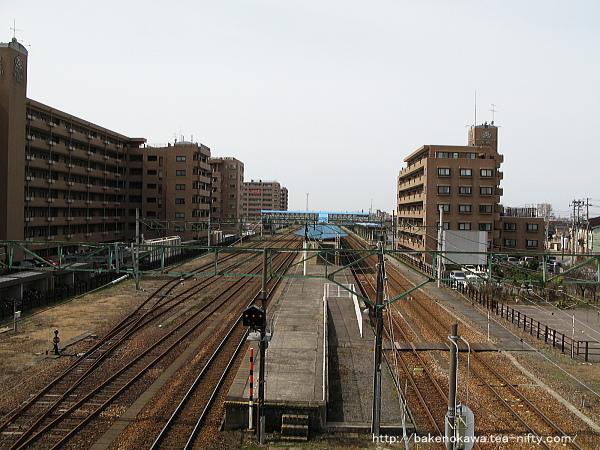 陸橋から見た東三条駅構内