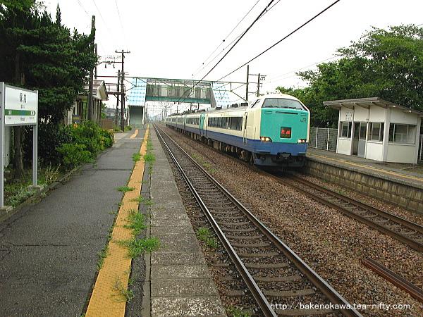 保内駅を通過する485系電車特急「北越」その1
