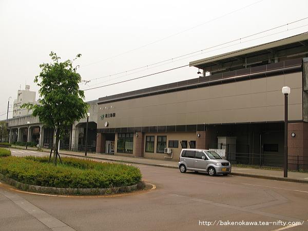 北三条駅駅舎