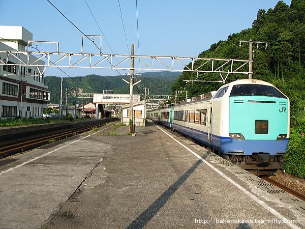 梶屋敷駅を通過する485系電車特急「北越」その2