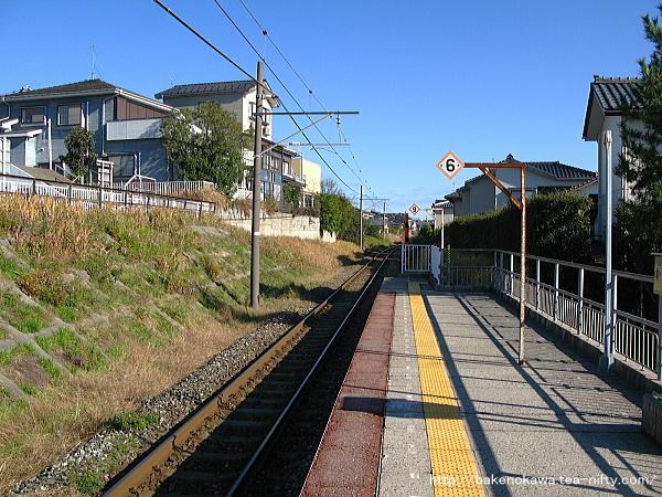 新潟大学前駅のホームその4
