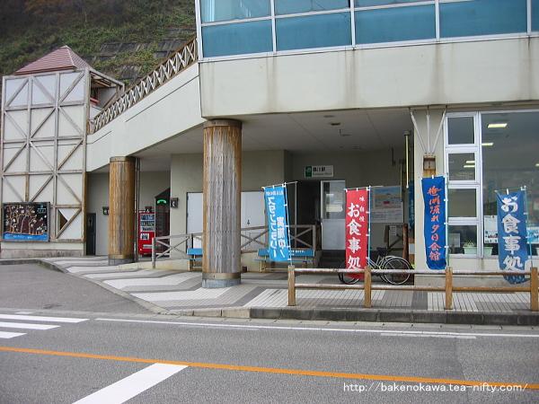 桑川駅舎と道の駅近景