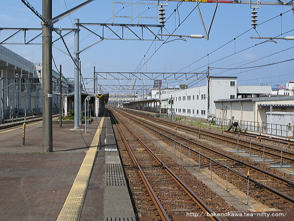 糸魚川駅の島式ホームその1