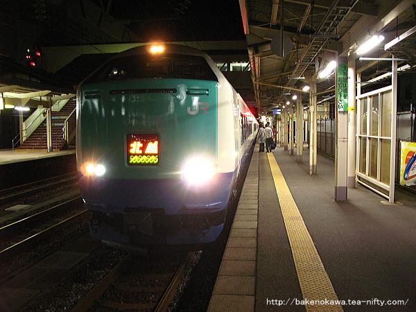 糸魚川駅に到着した485系電車特急「北越」