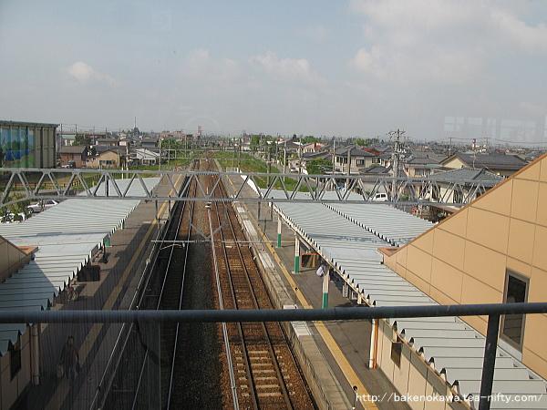 橋上駅舎上から構内新潟方を見る
