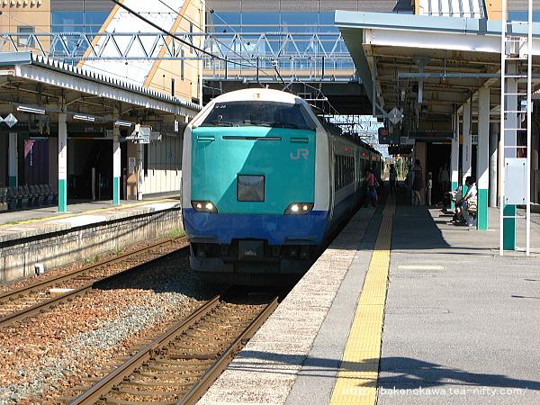 豊栄駅に停車中の485系電車特急「いなほ」