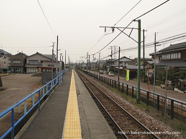 南吉田駅のホームその1