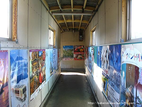 津川駅の跨線橋