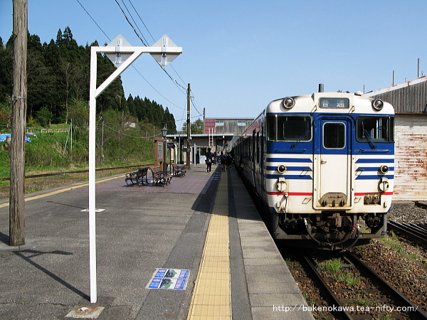 津川駅に停車中のキハ40系気動車その1