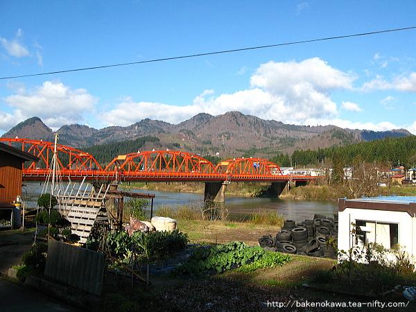 阿賀野川対岸から見たきりん橋