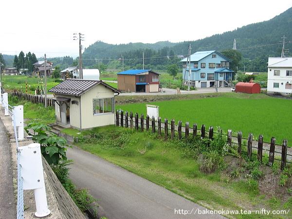 俯瞰で見た魚沼田中駅