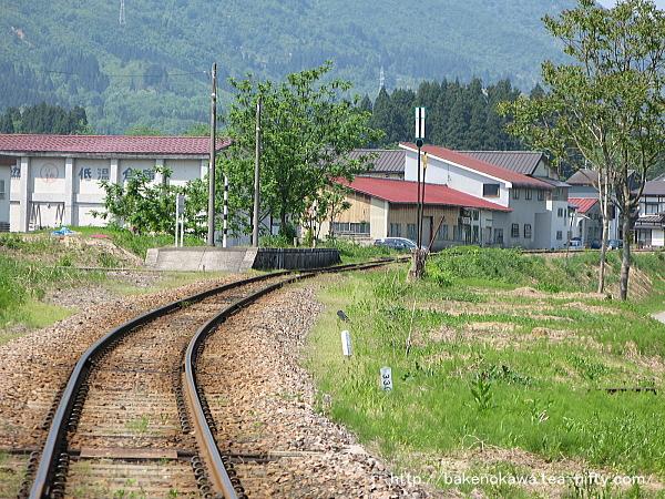 踏切から見た越後広瀬駅