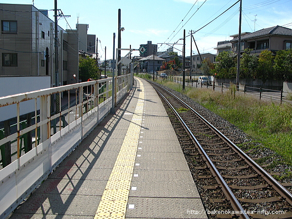 青山駅のホームその5