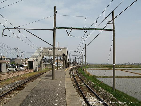 越後赤塚駅の島式ホームその1