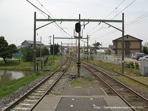 越後赤塚駅の島式ホームその2