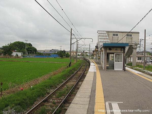 越後赤塚駅の島式ホームその3