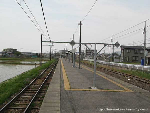越後赤塚駅の島式ホームその5