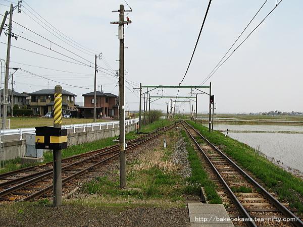 越後赤塚駅の島式ホームその6