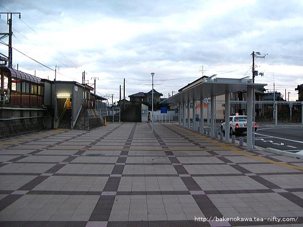 現在の越後石山駅西口その二