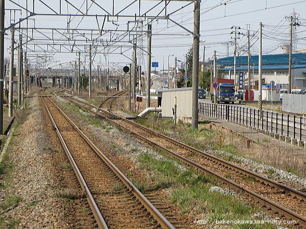 東新潟駅に向って伸びる白新線の複線
