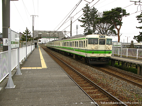 大形駅に停車中の115系電車