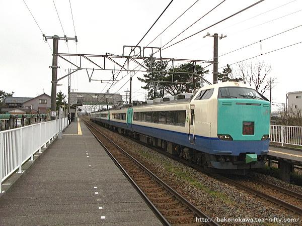 大形駅を通過する485系電車特急「いなほ」その二